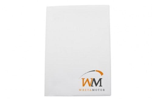 Ajoneuvokansio valkoista muovia, A5, asiakkaalle räätälöity 2-väri painatus